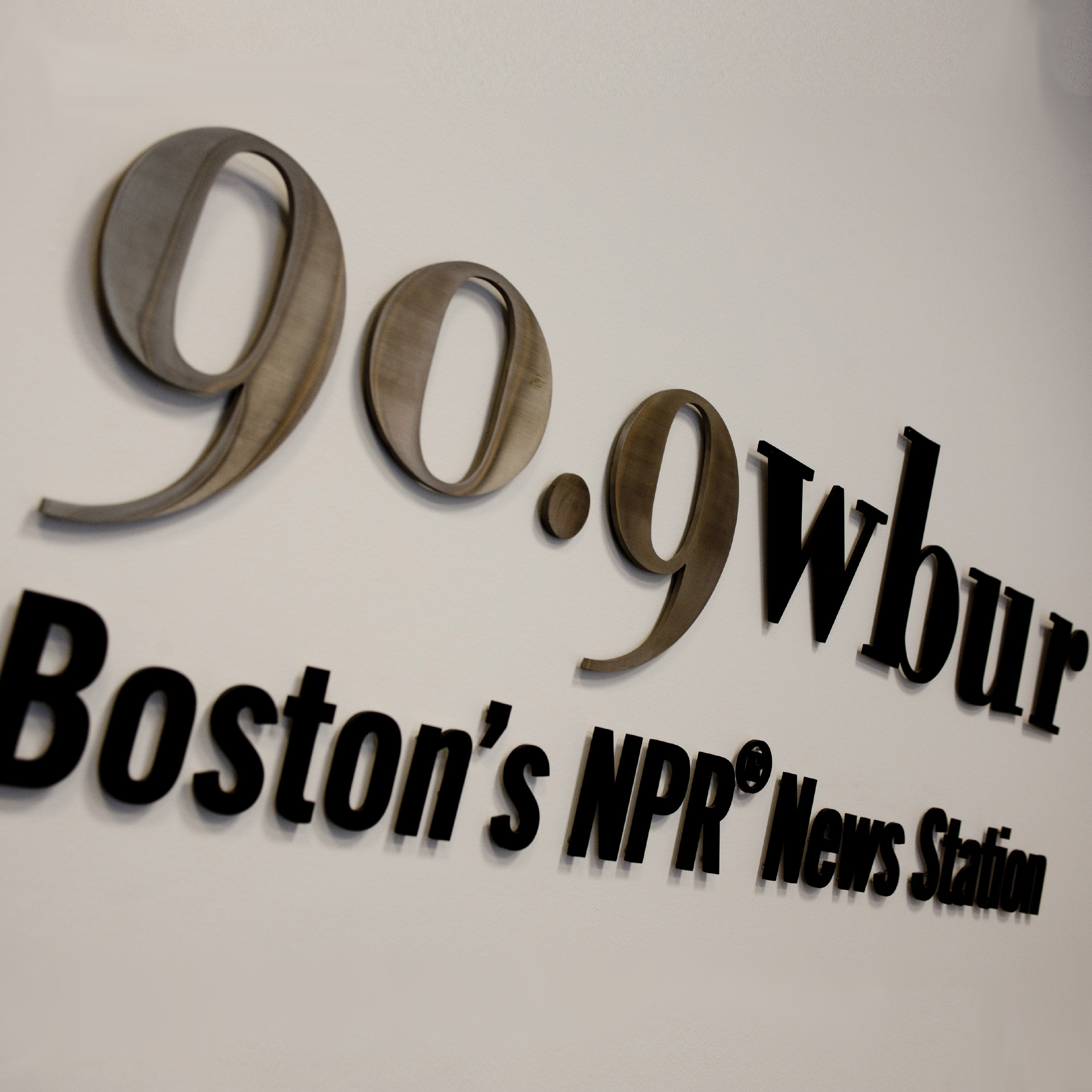 Boston University BU, WBUR, BU trustee Robert Hildreth, record $1 million gift, BU national Public Radio station