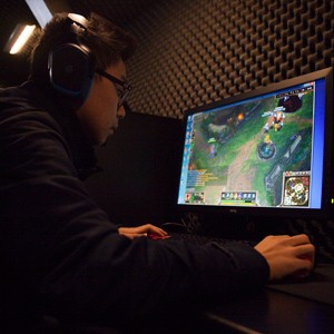 a student pc gamer plays league of legends during a pc gaming competion hosted by the boston university pc gaming club