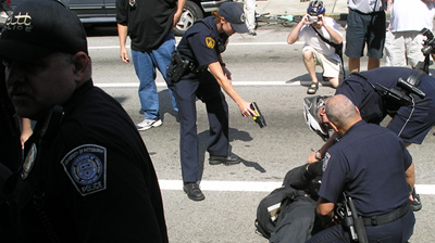 Pittsburgh police using taser to restrain protesters (Courtesy The Pittsburgh Independent Media Center)