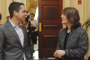 Markos Moulitsas (LAW'99) talks with Maureen O'Rourke, dean of the School of Law, at the conference New Media and the Marketplace of Ideas. Photo by Vernon Doucette