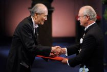 Osamu Shimomura (left) receiving his Nobel medal in 2008. He was one of three sharing the prize in chemistry. Photo by AP photo/Scanpix Sweden, Anders Wiklund