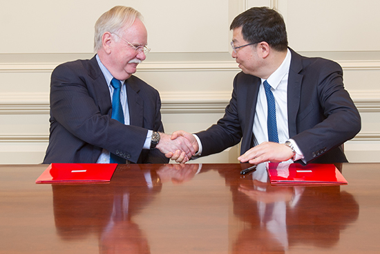 President Robert A. Brown and Tsinghua University President Qiu Yong