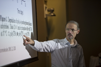 Mark Grinstaff, a CAS and ENG professor, explores complex chemistry and discusses how biomedical engineers translate it into medical breakthroughs in his graduate-level biomaterials class.