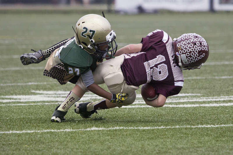 Playing Tackle Football Before 12 >> Med Researchers Youth Football Linked To Earlier Brain Problems