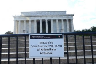 A photo of the Lincoln memorial with a sign stating that all national parks are closed due to the government shutdown