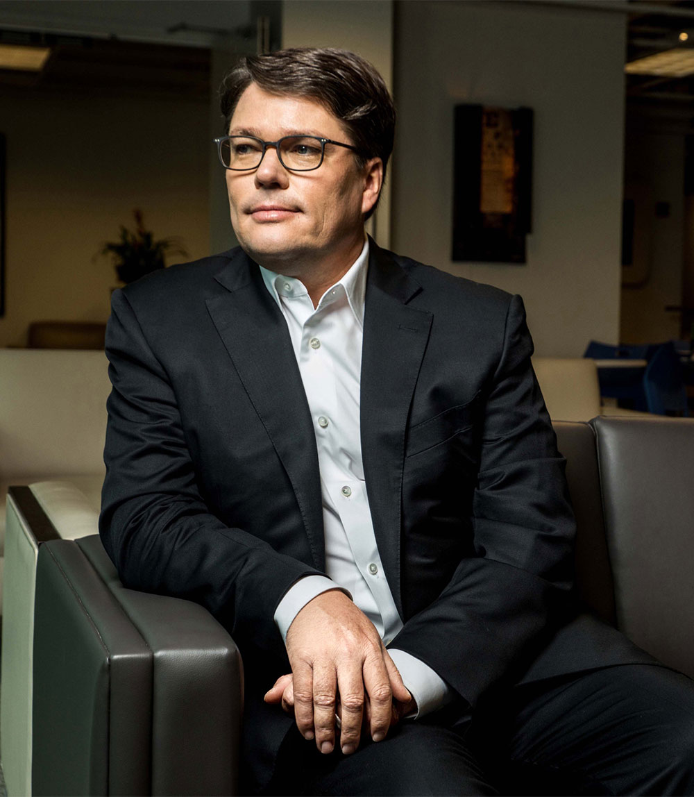 Portrait of Sharecare CEO Jeff Arnold sitting on a couch.
