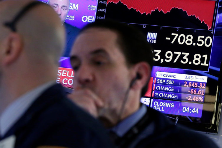 Last Thursday's and Friday's collapse in stock values likely began a long-term swoon in the market, BU economist Laurence Kotlikoff predicts. Photo by AP/Richard Drew