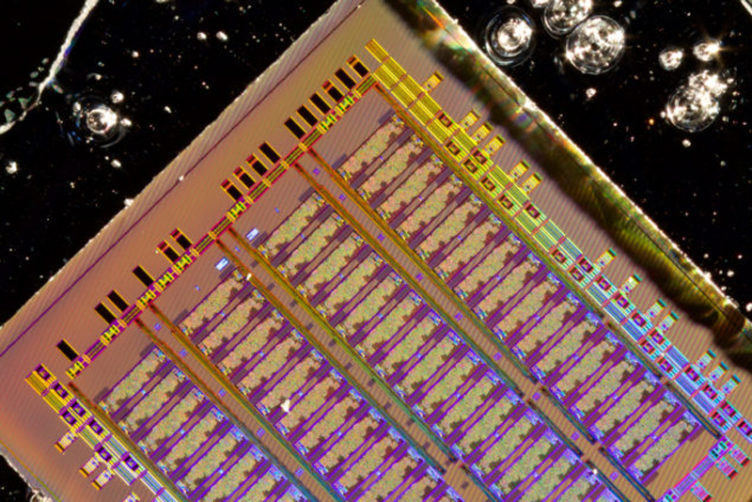 bulk silicon electronic-photonic chip designed by the MIT, UC Berkeley and Boston University team