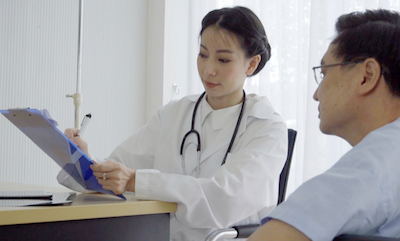 A doctor fills out a questionnaire with her patient